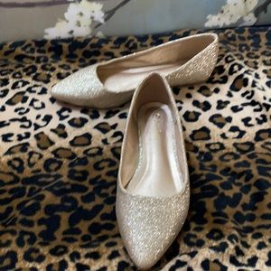 NWOT Dream Pairs gold sparkle flats